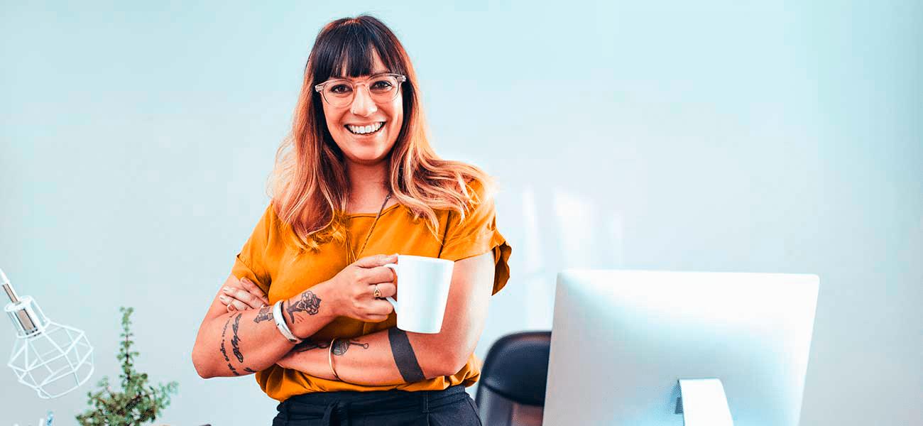 yrittaja-nainen-tietokoneella