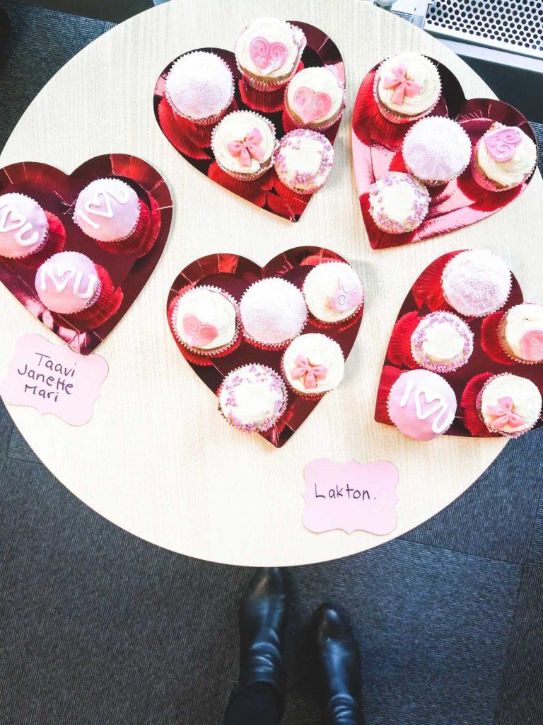 cupcakes ystävänpäivä yhteisöllisyys