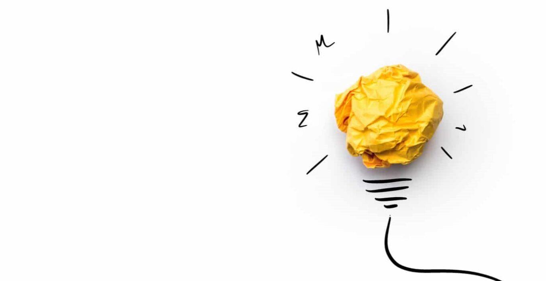 liikeidea-keltainen-paperitollo-hehkulamppu