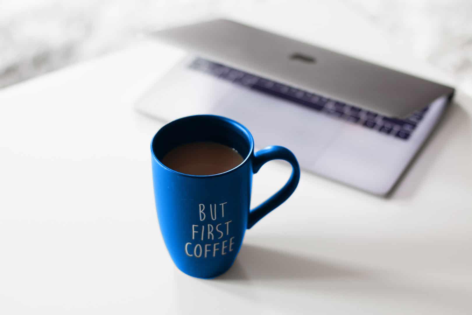 Marianne Hokkanen tietokone ja kahvimuki