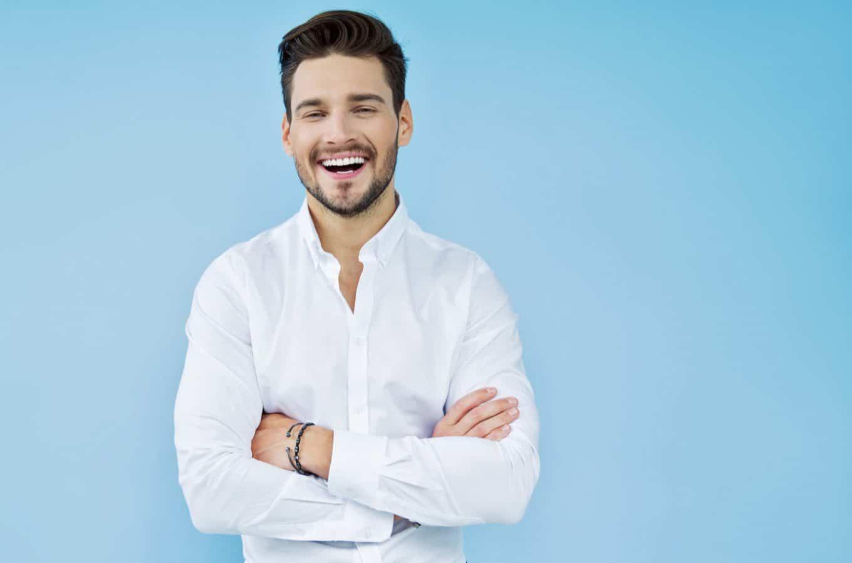 alan vaihto_hymyileva mies