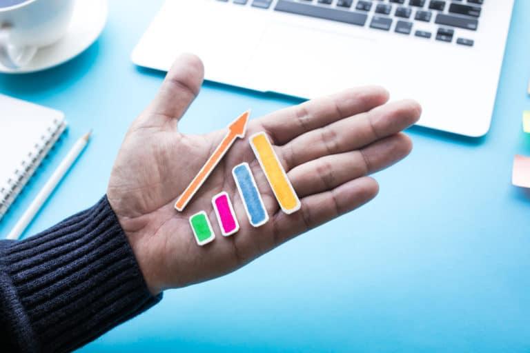 Kussa yrittäjälle tärkeitä työvälineitä kuten kynä ja muistilappuja