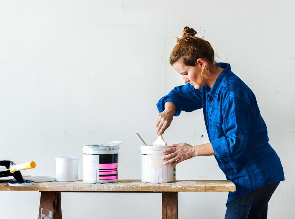 kotitalous-tyonantajana-nainen-maalaa