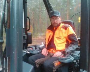 Antti kiviranta metsäkoneessa