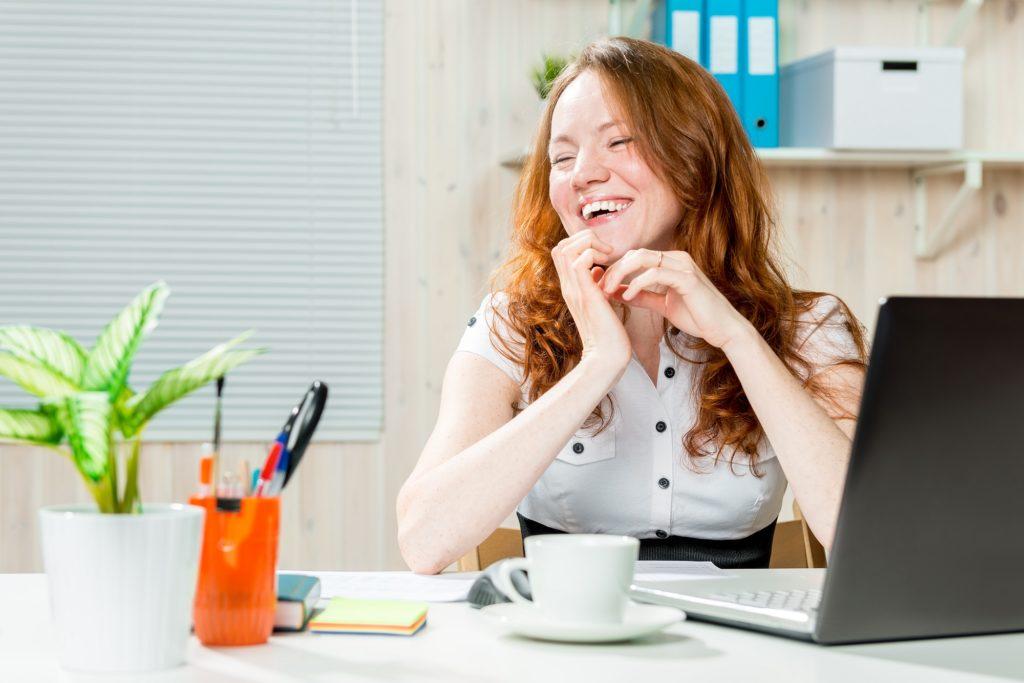 Onnellinen freelancer