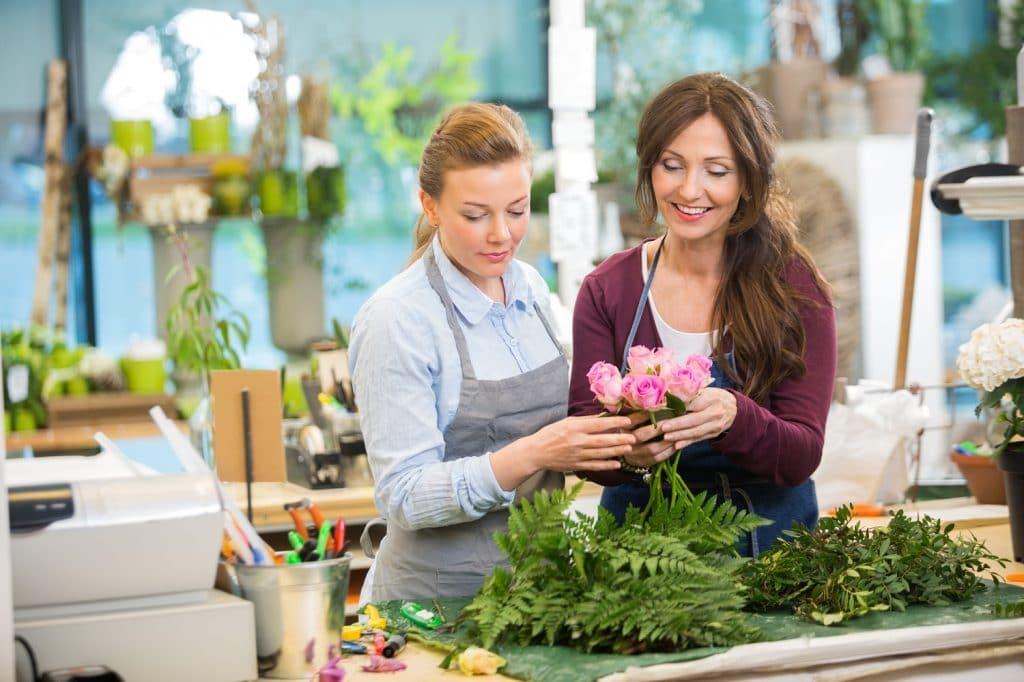 Yksinyrittäjä kukkakaupassa