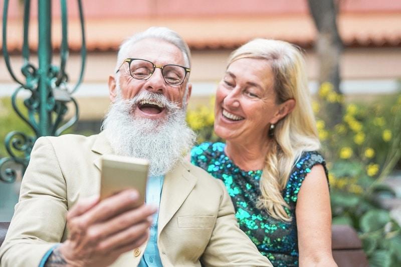 Vanhuksia naurattaa sinun hintasi
