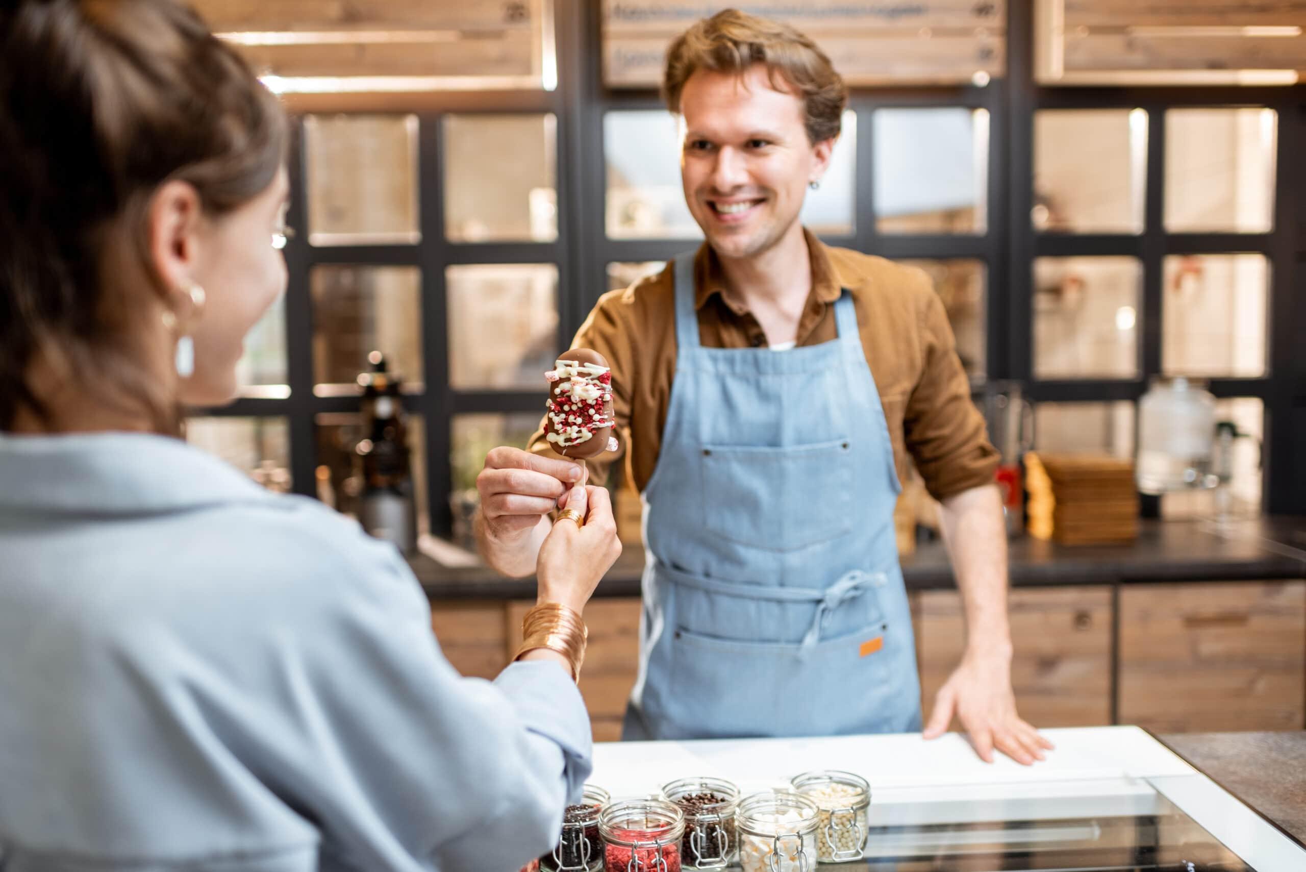 Kesätyö yrittäjänä. Jäätelömyyjä.