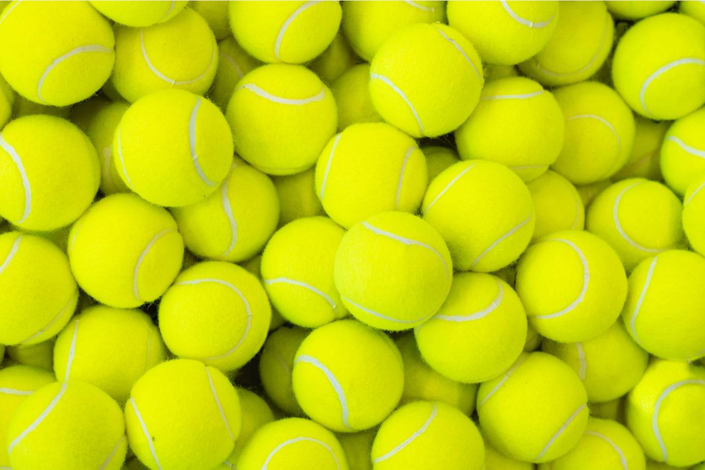 Naistenviikon kolumni. Kasa tennispalloja.
