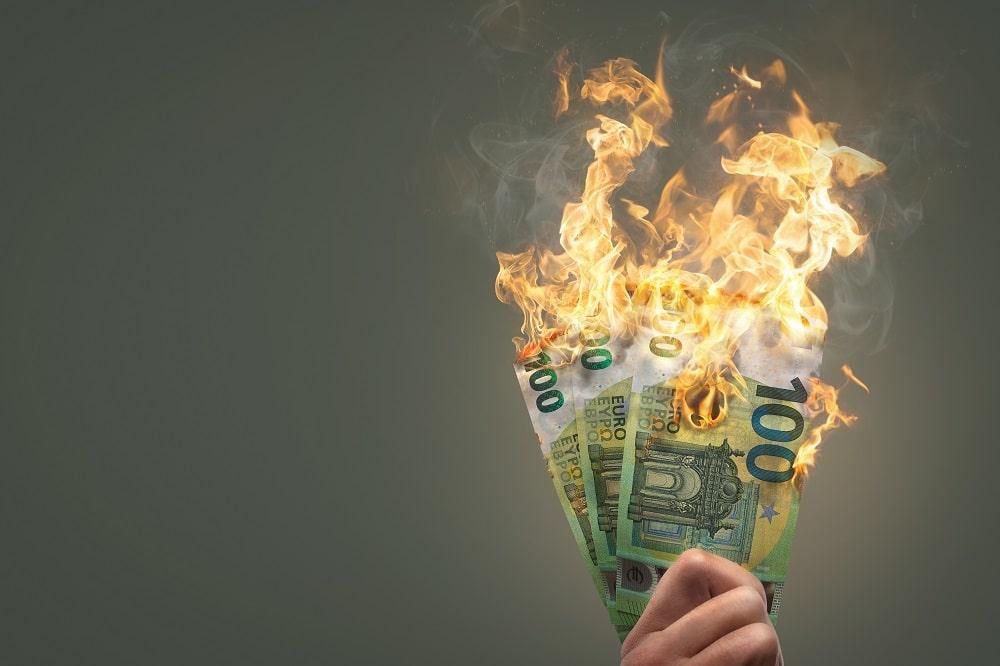nain-tuhlasimme-10 000-euroa-twitter-mainontaan-palavia-seteleita-2