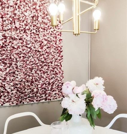 Vaaleanpunainen seinätekstiili